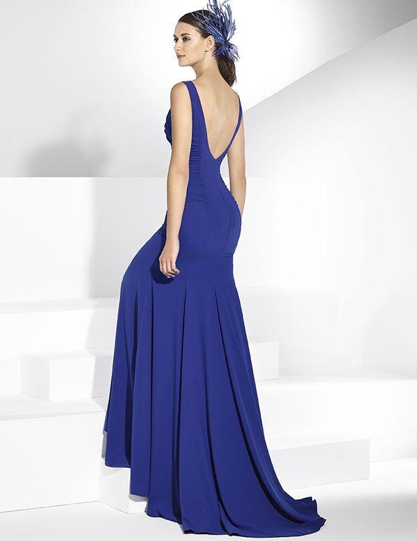 9c7abb040e Vestidos de fiesta largo en crep azul cobalto con apliques en el pecho.