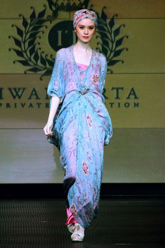 COLLECTION : Batik Kaftan Collection By Iwan Tirta ~ Glowlicious