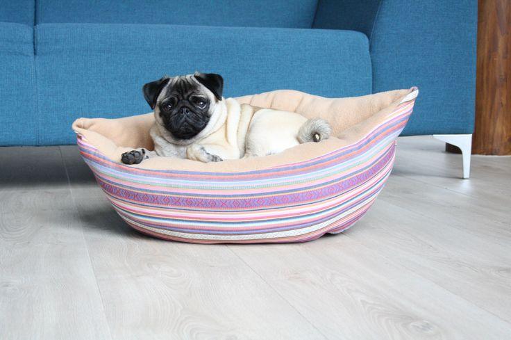 Op Bestelling - Roze strepen Honden/katten mand - fleece katoen - handgemaakt - hondenmand door NaisProductsNL op Etsy https://www.etsy.com/nl/listing/512938148/op-bestelling-roze-strepen-hondenkatten