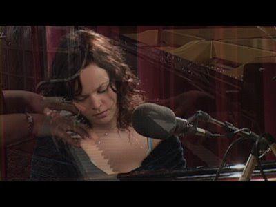 DNES ANGLICKY: Hallelujah (Leonard Cohen) - Allison Crowe live pe...