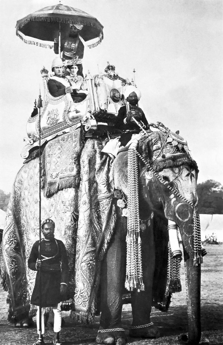 """Governor-General of India George Curzon with his wife Mary Curzon on the elephant """"Lakshman Prasad"""" in Delhi 29 December 1902."""