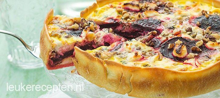 De combinatie van rode biet met geitenkaas en noten is heerlijk in deze hartige taart