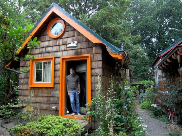 """Sasafras"" tiny folk victorian cottage in Portland, Oregon"