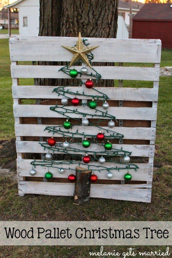 Melanie Gets Married: Wood Pallet Christmas Tree @melgetsmarried