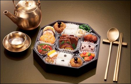 Traditional Lunch Box   This one is very traditional style lunch box.