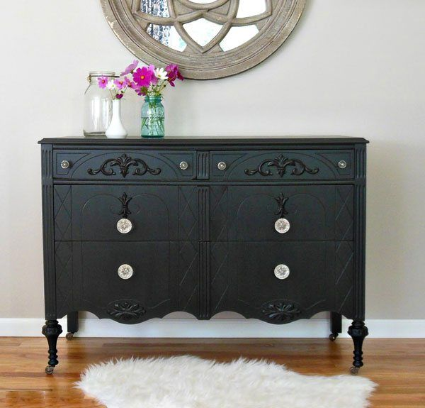 Todo lo que hay que saber para decorar con muebles pintados de negro - https://decoracion2.com/decorar-muebles-pintados-de-negro/ #Color_Negro_En_Decoración, #Muebles_Con_Aspecto_Envejecido, #Pintar_Muebles
