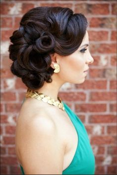 I srsly love gorgeous updos like this ugh pretty~ .//w//.