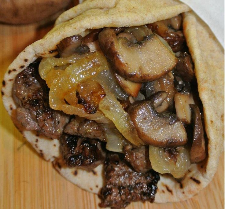 Greek Steak Pitas with Caramelized Onions and Mushrooms – Tomato Hero