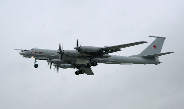 Crews of long-range ASW aircraft Tu-142 of the Northern Fleet practiced training tasks in the Barents Sea