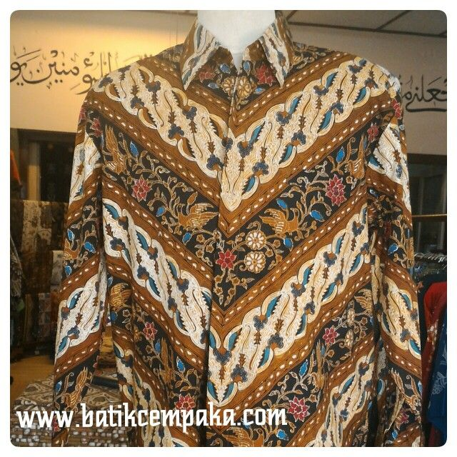 Batik tulis asli kemeja panjang,warna coklat Motif : Kombinasi Tulis Ukuran : M,L,XL Harga : Rp 550.000