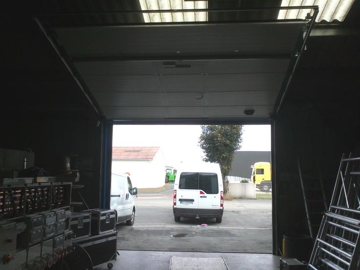 17 meilleures id es propos de porte de garage - Porte de garage sectionnelle industrielle ...
