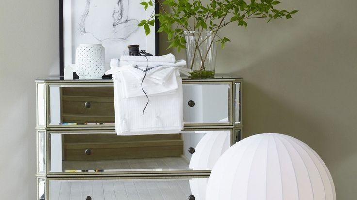 Commodes, consoles, vases… les meubles et objets déco sont de plus en plus nombreux à posséder des façades tels des miroirs. Pratique pour alléger ...