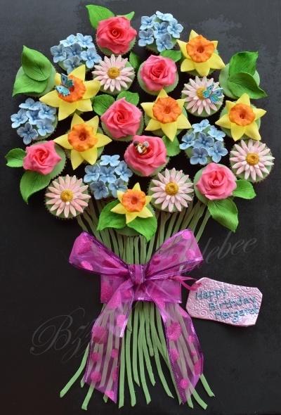 Beautiful Cupcake Flower BouquetBeautiful Cupcakes, Cupcakes Bouquets, Flower Bouquets, Cupcakes Flower, Cupcakes Birthday, Beautiful Flowers, Flower Cupcakes, Birthday Bouquets, Bouquets Cupcakes