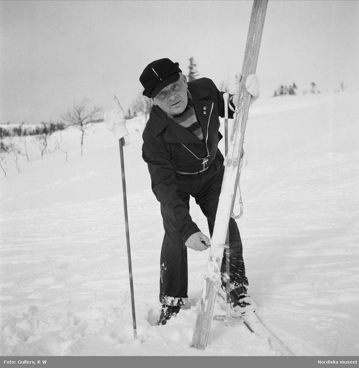 Evert Taube i fjällen, 1939. Skidåkning. Foto: K W Gullers