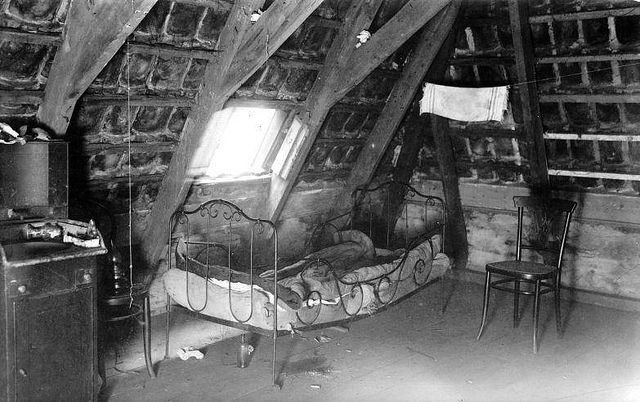 Bed van prostituée in Amsterdam / Sagging bed of a prostitute in Amsterdam by Nationaal Archief on Flickr. Sagging bed of a prostitute in Amsterdam, 1919
