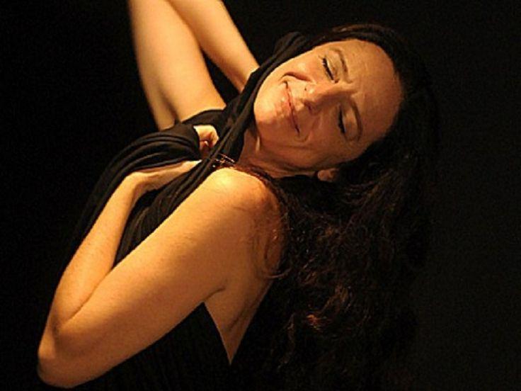 """Nos dias 27 e 28 de abril, a Arena Carioca Dicró recebe peça """"A Alma Imoral"""", de Clarice Niskier, com apresentação às 20h, no sábado e às 19h, no domingo. A peça é uma adaptação de Clarice para o teatro, a partir do livro homônimo do rabino Nilton Bonder."""