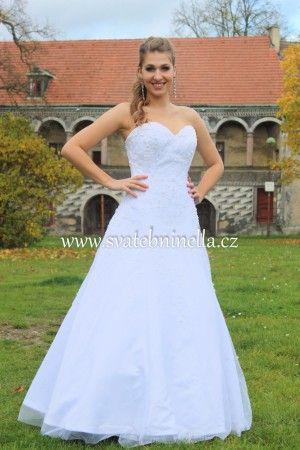 Bílé svatební šaty velikost S 34 - 36. Ceny na www.svatebninella.cz   #svatebníšaty, #bíléšaty, #svatební #šaty, #půjčovnašatů, Svatební studio Nella, Česká Lípa