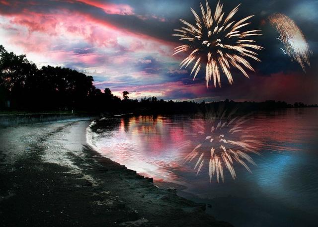 Winnipeg Beach Fireworks by Paul1328, via Flickr