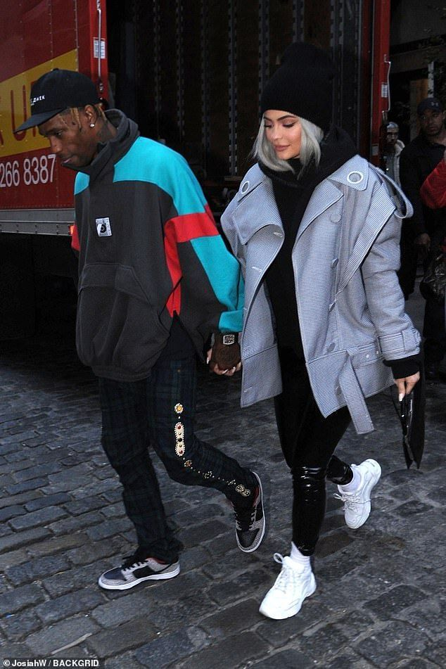 Kylie Jenner and Travis Scott bundle up to explore New York – #bundle #explore #Jenner #Kylie #Scott