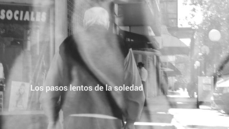 """Fotoreportaje realizado en el marco de la materia Géneros Fotográficos - AAF Santa Fe. """"Los pasos lentos de la soledad"""" trata sobre los ancianos que se manejan solos por las calles de nuestra sociedad.  #Fotoreportaje #BlackAndWhitephotography"""