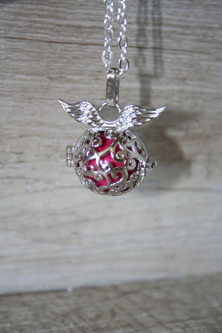 Bola de grossesse , sautoir ou collier de grossesse, petite cage avec des ailes et un grelot : Collier par latelierdesamantha