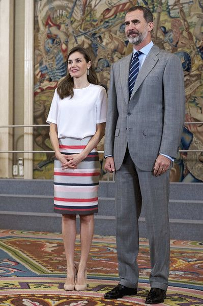 5 July 2017 - King Felipe and Queen Letizia meet with the UFV students at Zarzuela Palace - blouse by Adolfo Dominguez, skirt by Hugo Boss, shoes by Lodi