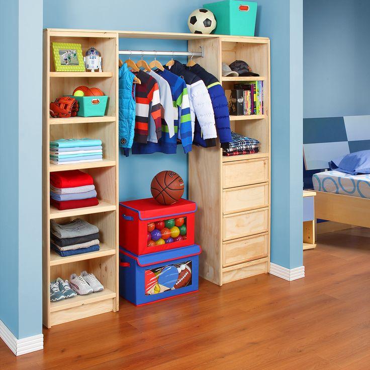 Ahorra espacio y tiempo organizando el clóset de los niños.