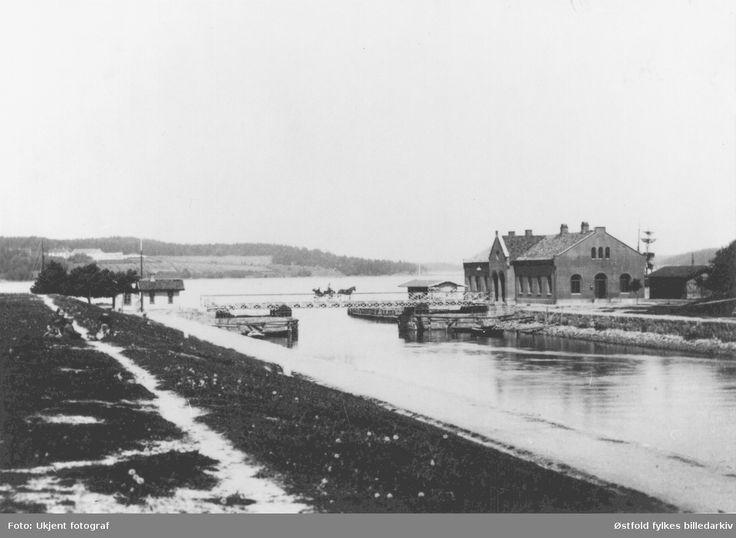 Kanalen i Moss. Kanlabrua og tollboden. @ DigitaltMuseum.no