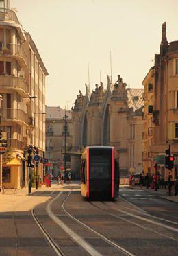 Le tramway à proximité de la gare de Tours, Touraine Loire Valley, France