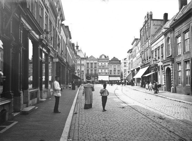 Breda - Veemarktstraat - De Veemarktstraat in 1908. Foto: A.C. Luber.
