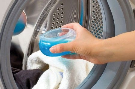 -utilisations-du Rince Bouche-lessive-odeur . Pour la lessive: Les mauvaises odeurs tenaces sur les vêtements sont parfois très difficiles à faire disparaître. Elles s'atténuent au lavage, mais on ne peut s'en débarrasser. Eh bien, ces mauvaises odeurs, sont souvent d'origine bactérienne. Pour remédier à ce problème, ajoutez une dose de rince-bouche à votre détergent habituel avant de faire partir la machine. Les vêtements seront donc bien propres et libres de toutes bactéries! Un truc…