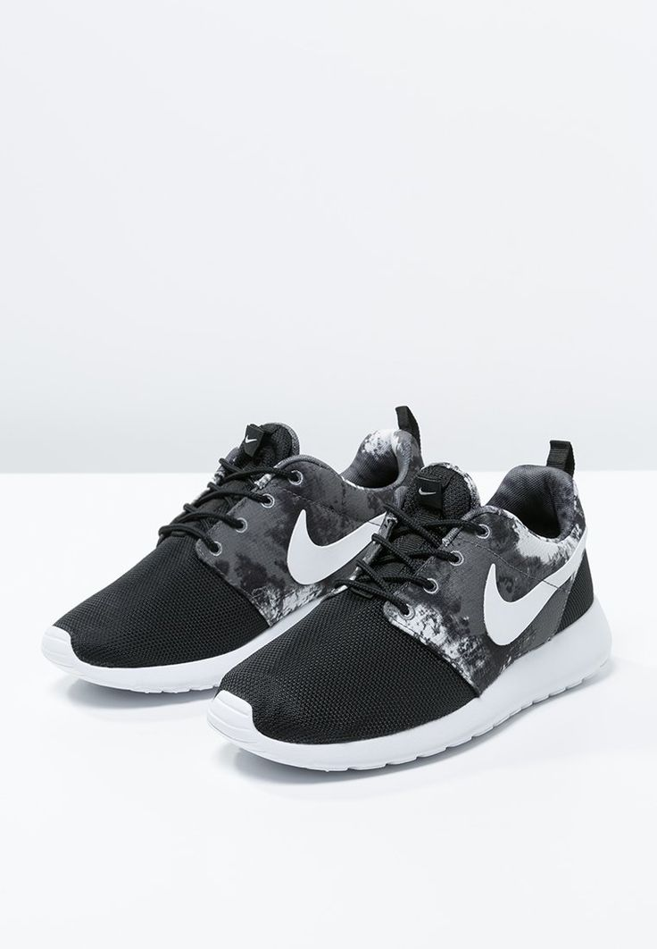 nike roshe run black and white mens saddle shoes