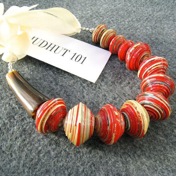 Collana rossa del branello, Chunky carta tallone collana, collana riciclato, grande collana, perle africane, Uganda perle di carta, collana di divertimento