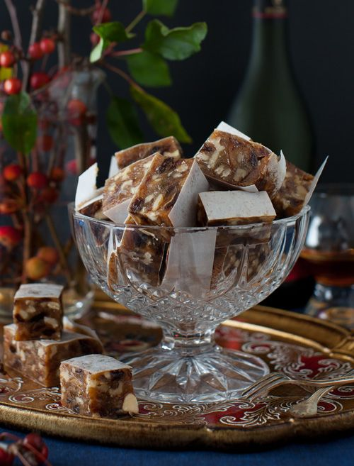 Panforte is a nougat - like cake, rich in nuts and fruit. It is a specialty of Siena in Italy. Visit this beautiful country and you'll find hundreds of variations of this Christmas-feeling sweet treat.