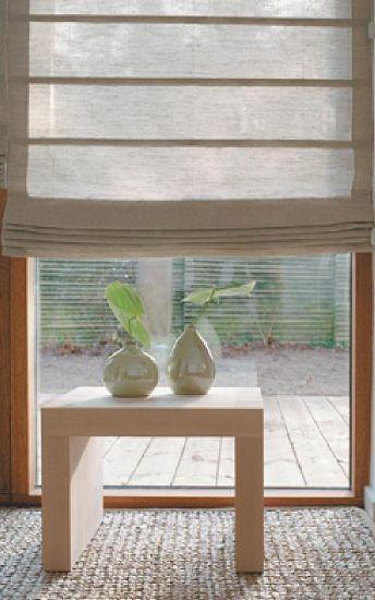 Zasłony rzymskie szyte na miarę, są podnoszone za pomocą mechanizmu łańcuszkowego co pozwala ustawić zasłonę na dowolnej wysokości okna.
