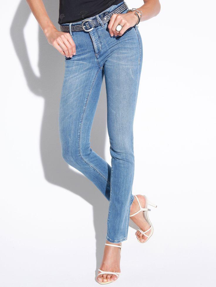 Wat een mooie denim jeans! Kun je makkelijk combineren en staat altijd leuk en modieus. En deze broek is nu ook nog met 40% afgeprijsd! #koopje #uitverkoop #sale #spijkerbroek #jeans #denim #dames #vrouwen #mode #trousers #fashion #women