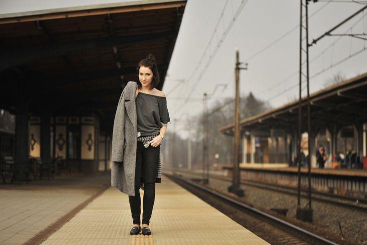 szary-płaszcz-stylizacja #street #style #street #fashion #moccasins #grey #allshadesofgrey #greycoat #oversized #coat #outfit