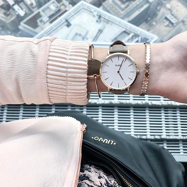 Hello from NY !!! Petit tour ce matin (avec l'heure de chez nous sur la montre ) au One World Trade Center #oneworldobservatory , c'était juste magnifique, dommage que le ciel n'était pas bleu !!! Sinon je vous présente ce magnifique bracelet de la marque @loliloopbijoux , avec le code YAS2017 bénéficiez de 15% de réduction // #loliloop #jewelry #bijoux #cluse #clusewatches #cos #promod #pink #ny #nyc #worldtradecenter