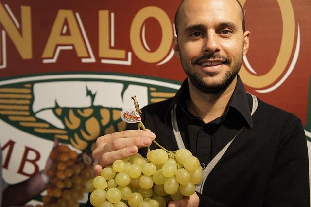"""Cocinero AlfonsoMira    """"En la cocina de autor se usa con frecuencia la uva para aportar nuevos sabores"""" Alfonso Mira Cocinero    #grape #recetas #uva #vinalopo #denominacion de origen #spain #alicante"""