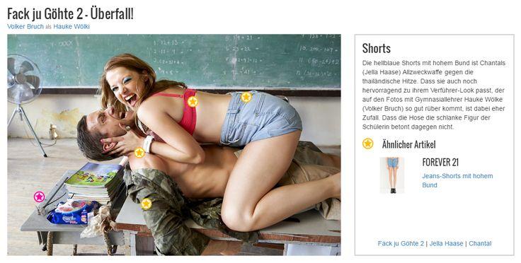 Die hellblaue Shorts mit hohem Bund ist Chantals (Jella Haase) Allzweckwaffe gegen die thailändische Hitze. Dass sie auch noch hervorragend zu ihrem Verführer-Look passt, der auf den Fotos mit Gymnasiallehrer Hauke Wölke (Volker Bruch) so gut rüber kommt, ist dabei eher Zufall. Dass die Hose die schlanke Figur der Schülerin betont dagegen nicht.