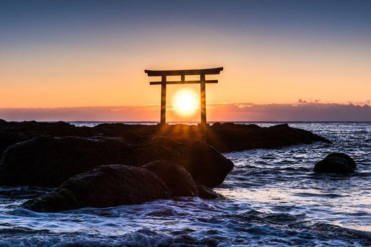 日本独自の文化が輝く美しい景色ってありますよね。今回は、そんな日本らしい美しさに溢れる、涙が出るほどの絶景スポットを紹介します。日本人なら、死ぬまでに一度は行きたいと思うようなそんな絶鬼に癒されてくださいね。