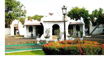 Keraton Kasepuhan, Situs Wisata Sejarah Kerajaan Cirebon