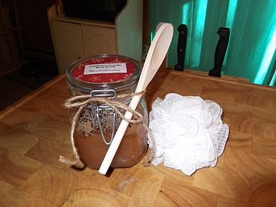 Living Life Crafty: DIY Gift: Cinnamon Vanilla Bath Scrub Thinking this would be GREAT gifts for friends this year!!