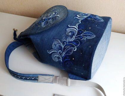Купить или заказать Рюкзак джинсовый женский Зимние узоры в интернет-магазине на Ярмарке Мастеров. Модным аксессуаром в повседневной жизни стал удобный рюкзак. Мне очень нравиться шить рюкзаки. Каждый получается со своим характером, который задает вышивка. Этот рюкзак с нежной вышивкой и декоративными узорами . Удобный и вместительный со внутренними карманами. Верх затягивается на кулиску и закрыт клапаном на магнитной кнопке. Лямки регулируются по длине. Неповторимый индивидуальный стиль.