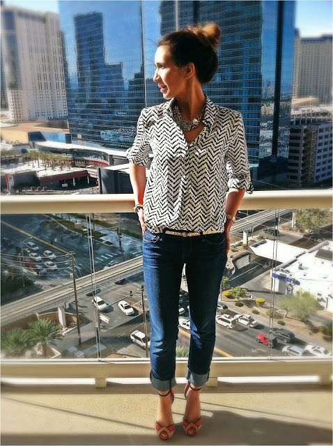pulled together casual outfit: patterned button-up with cuffed jeans, skinny belt and strappy heels.