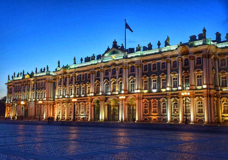 Palácio de Inverno (hoje parte do Museu Hermitage) em São Petersburgo - Rússia