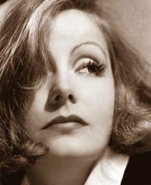 """""""Veramente ricco è soltanto colui che possiede il cuore di una persona amata.""""    Greta Garbo (18 settembre 1905 - 15 aprile 1990)"""