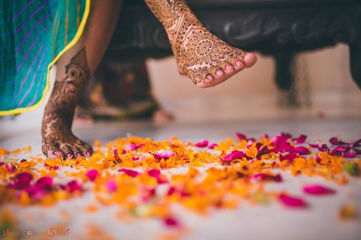 Real Indian Weddings: This Gujarati Couple Will Steal Your Heart With Their Charming Innocence (Here: mehendi ceremony)