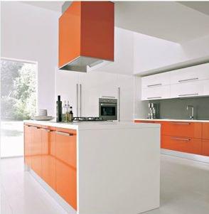 Oranje keuken, super aantrekkelijk gepresenteerd icm wit en antraciet!