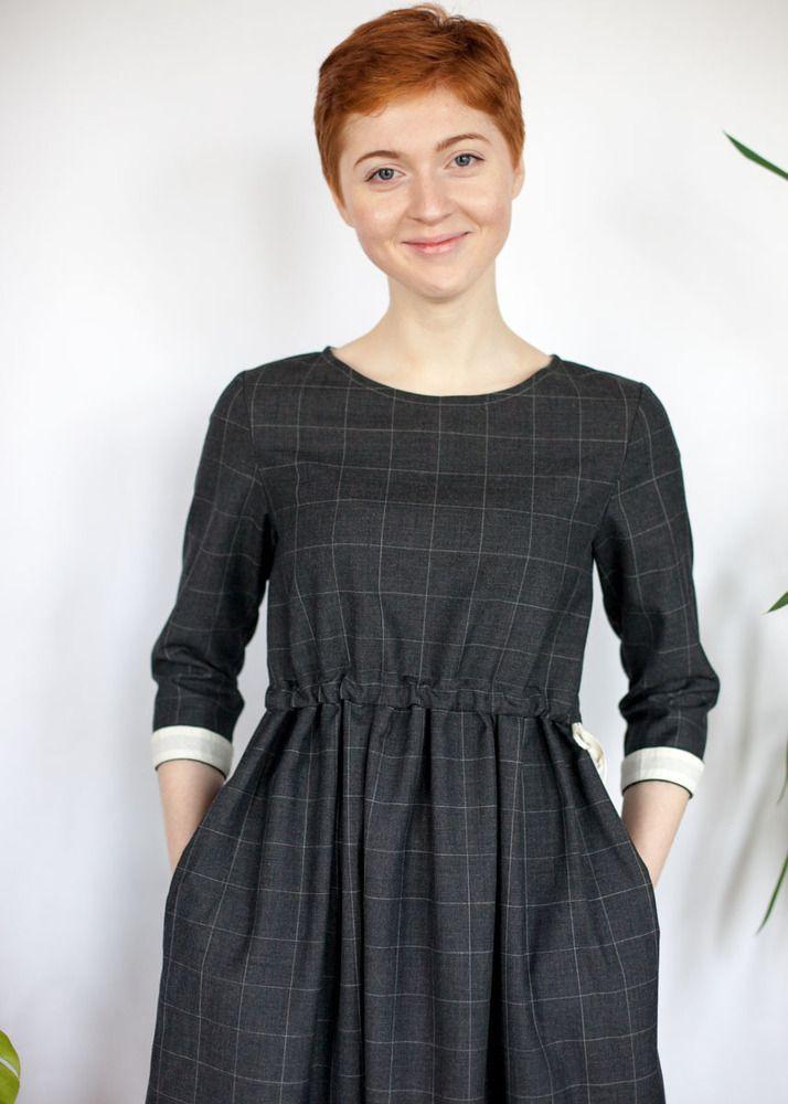 Серое шерстяное платье с кулиской в клетку